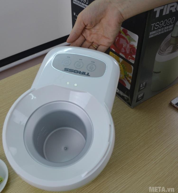 Máy làm kem tươi Tiross TS-9090 có ruột bằng hợp kim, an toàn cho sức khỏe.