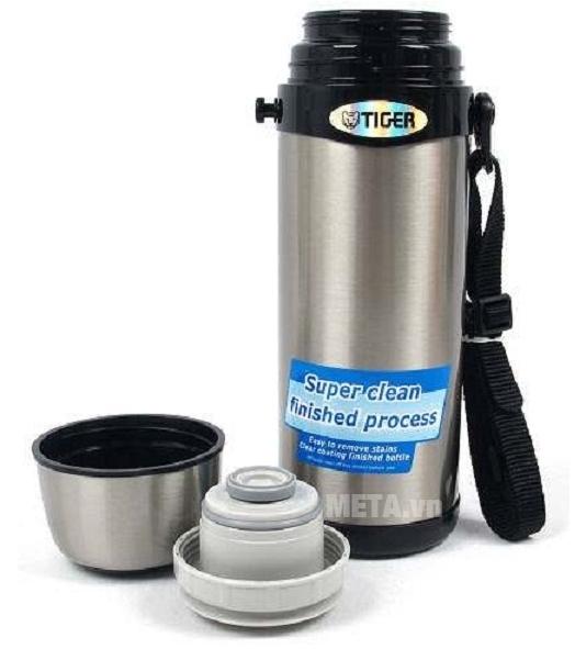 Bình giữ nhiệt lưỡng tính Tiger MBI-A100 có thể dùng nắp nắp làm ca uống nước.