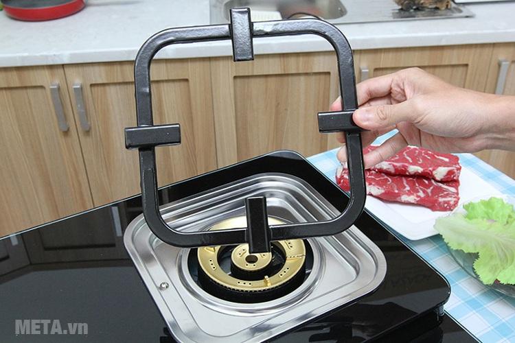 Bếp ga Electrolux ETG729GKTR thiết kế kiềng bếp có 4 chân.