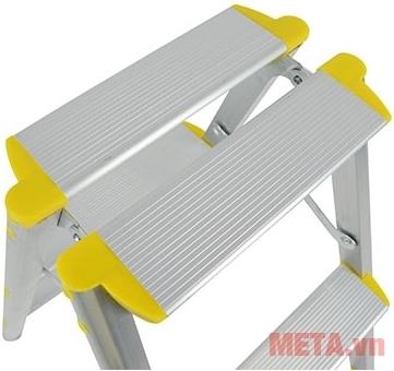 Thang nhôm gấp chữ A Nikawa NKD-05 với thiết kế mặt ghế rộng.