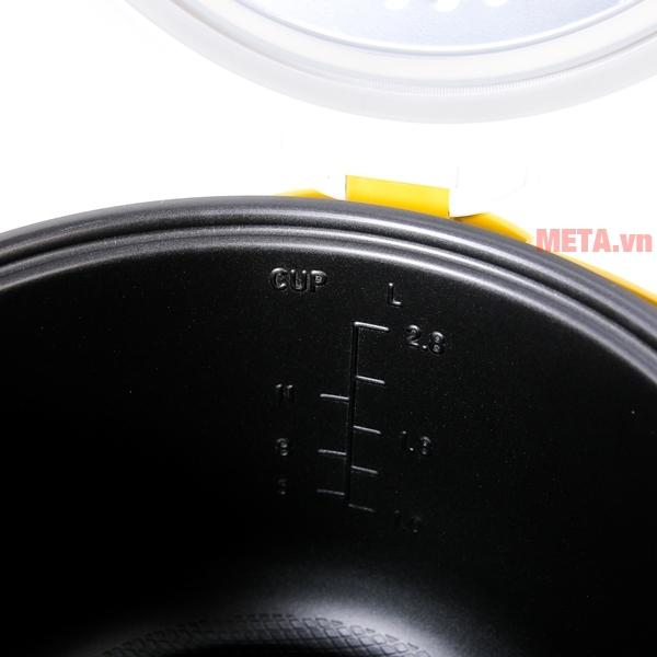 Nồi cơm điện Sunhouse SH830 phủ lớp chống dính siêu bền, an toàn khi nấu cơm.