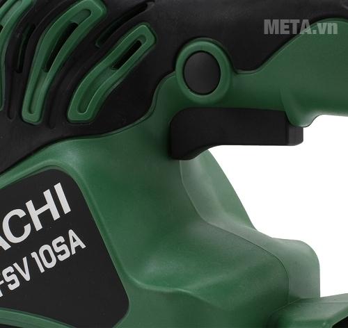 Máy chà nhám rung Hitachi FSV10SA làm bằng nhựa cao cấp, khó vỡ.