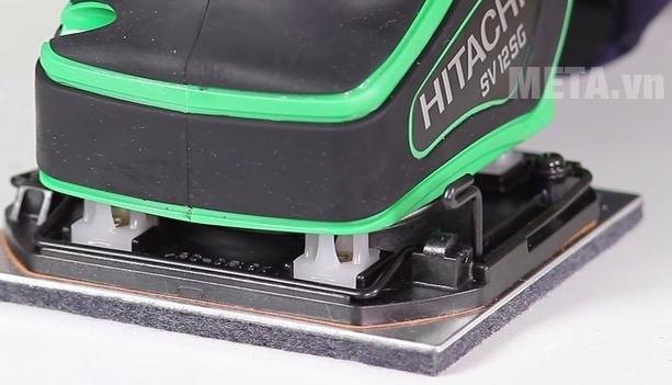 Máy chà nhám rung Hitachi SV12SG thay giấy nhám dễ dàng.