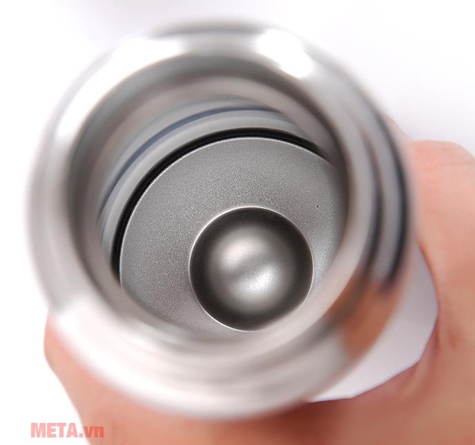 Bình giữ nhiệt Elmich N5 2246391 có miệng bình rộng dễ cho cả cục đá vào trong.