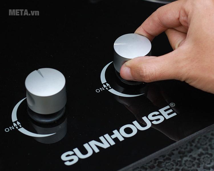 Bếp ga âm kính cao cấp Sunhouse SHB6636 với thiết kế nút đánh lửa hiện đại.