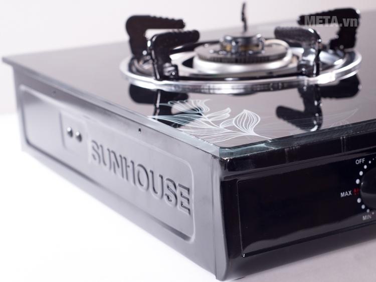 Bếp gas dương kính Sunhouse SHB301HP-MT thiết kế mặt kính chịu lực.