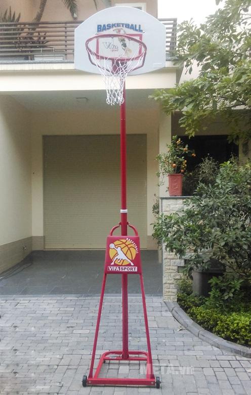 Trụ bóng rổ thiếu niên bảng composite (801814) có kiểu dáng gọn gàng, sang trọng.