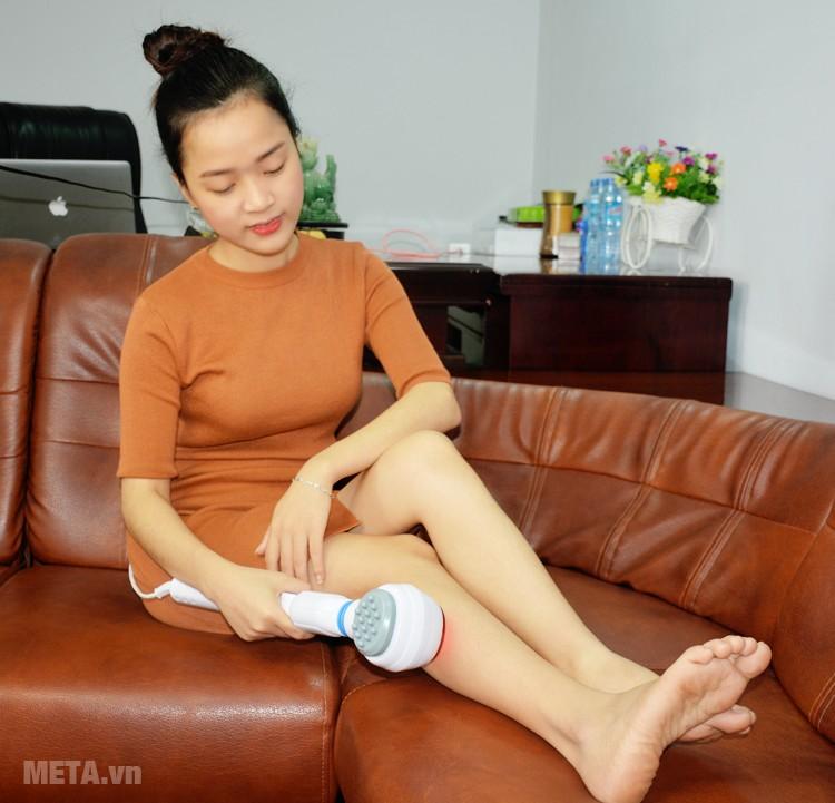 Máy massage cầm tay có hồng ngoại Beurer MG 40 có thể sử dụng ở các vùng đùi, bắp chân.