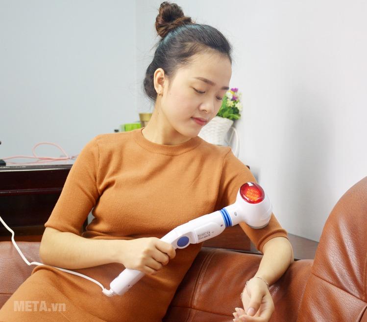 Máy massage cầm tay có hồng ngoại Beurer MG 40 có thể massage lưng, đùi, massage toàn thân