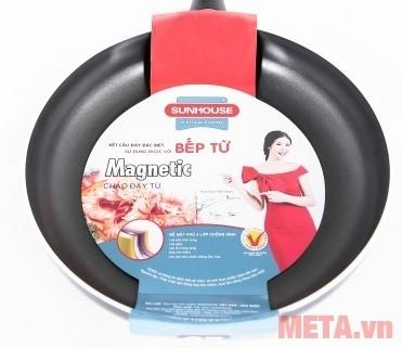 Chảo từ Sunhouse Magnetic Pan SH-M18 phủ lớp chống dính cao cấp.