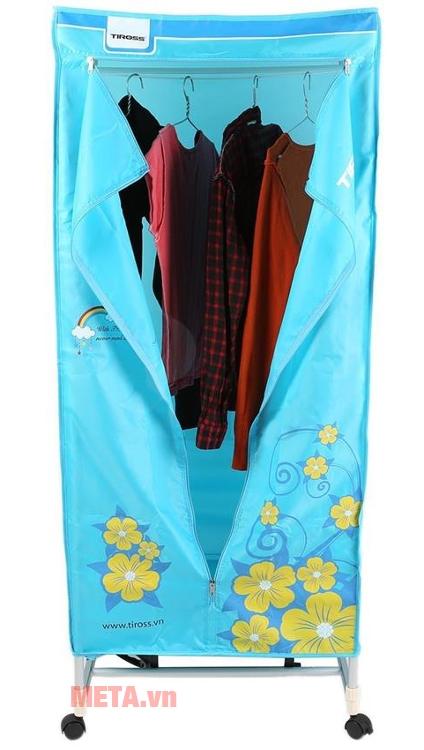 Tủ sấy quần áo Tiross TS-882 thiết kế móc treo nên sấy quần áo không bị nhăn.