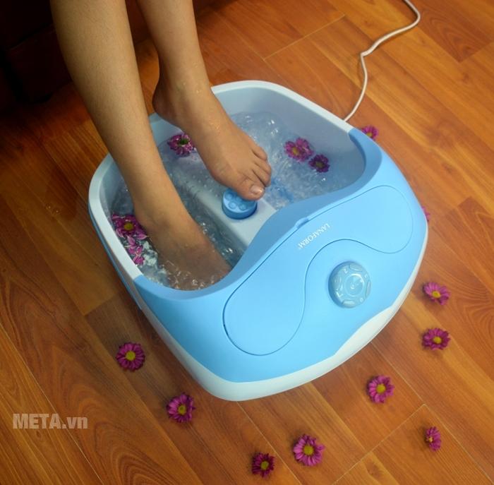 Bồn massage chân Lanaform Bubble Footcare LA110412 có chức năng làm nóng nước.