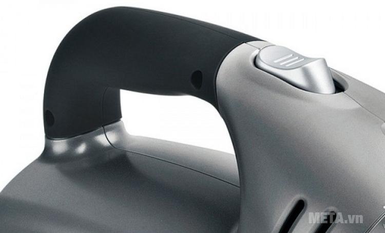 Máy hút bụi sạc điện Bosch BKS4043 thiết kế công tắc nguồn.