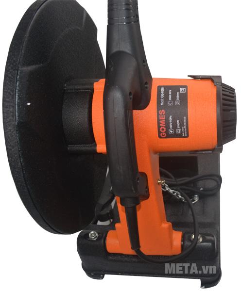 Máy cắt sắt Gomes GB-9360 với thiết kế tay cầm chắc chắn.