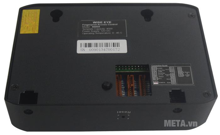 Máy chấm công WISE EYE 8000A kết nối trực tiếp đến máy tính hoặc thông qua mạng TCP/IP.