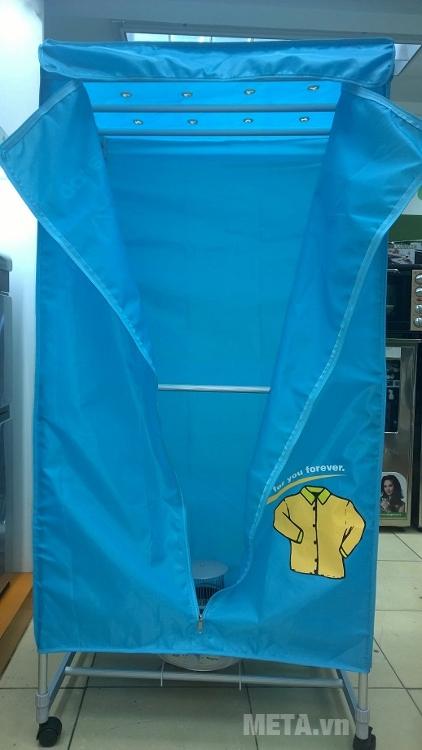 Máy sấy quần áo Kangaroo KG 332 giúp quần áo luôn thơm tho trong mùa mưa.