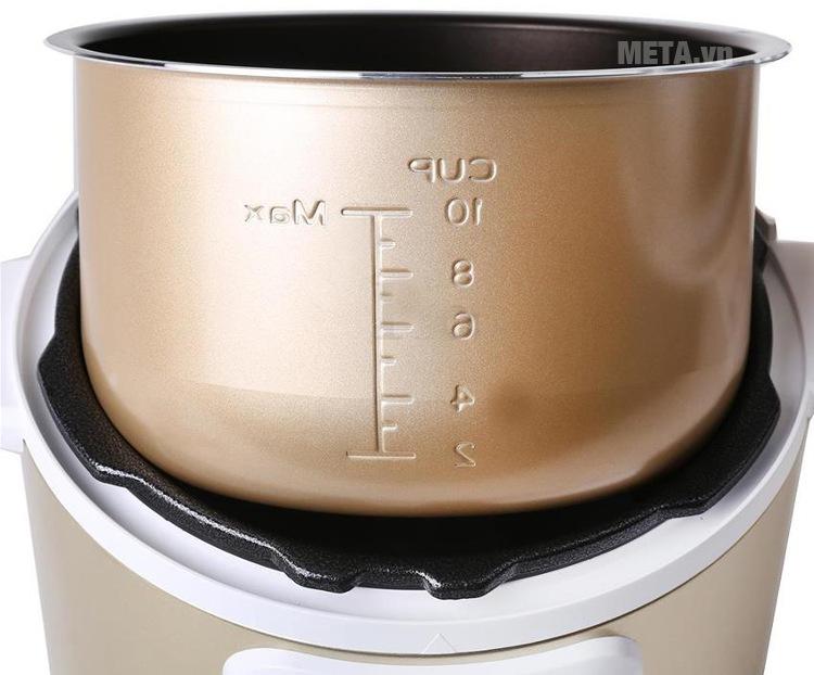 Nồi áp suất điện Midea MY-12LS508A với thiết kế vạch dung tích trên lòng nồi.