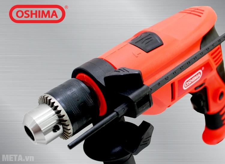 Máy khoan OSHIMA K550 có vỏ máy bằng nhựa.
