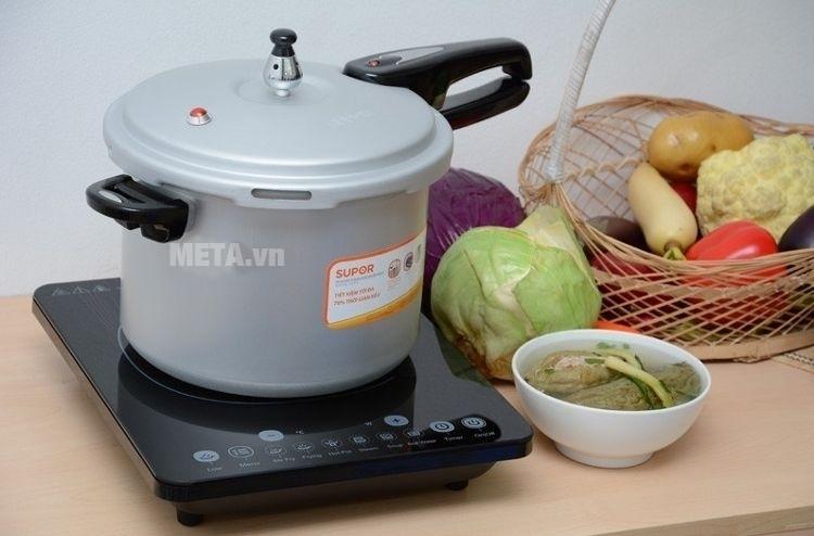 Nồi áp suất cơ Supor YL183F5 dùng được với bếp từ.