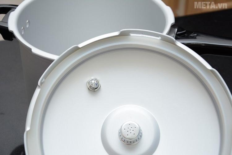 Nồi áp suất oxy hóa mềm bếp điện từ Supor YL183F5 làm bằng hợp kim nhôm sáng bóng.