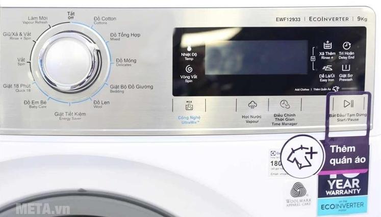 Bảng điều khiển của máy giặt cửa trước Electrolux EWF12933