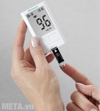 Máy đo đường huyết Medisana Meditouch 2 thiết kế nhỏ gọn, dễ mang theo.
