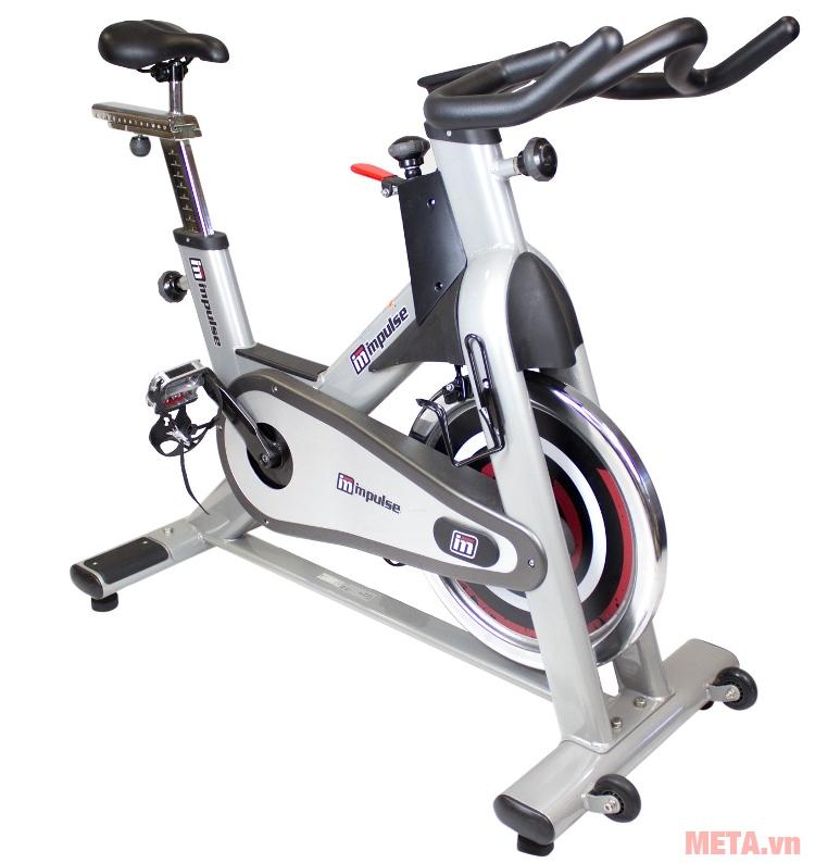Xe đạp Impulse PS300 có kiểu dáng thể thao, sang trọng.
