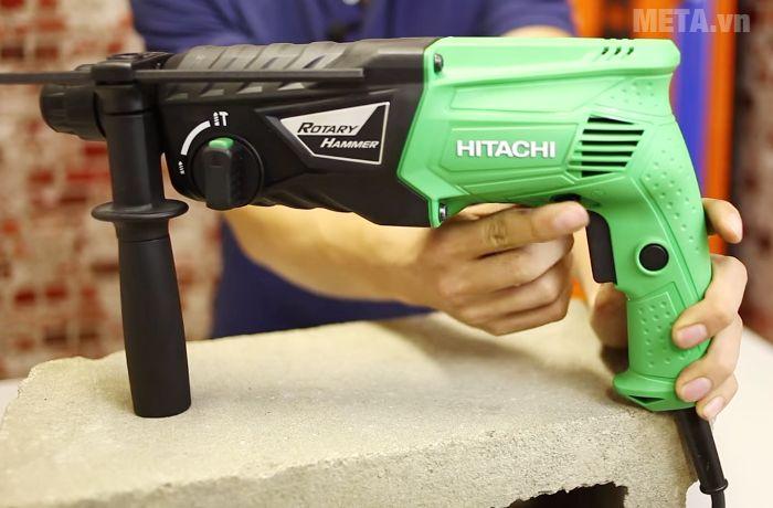 Máy khoan động lực Hitachi DH24PG thiết kế tay cầm có độ nhám cao.