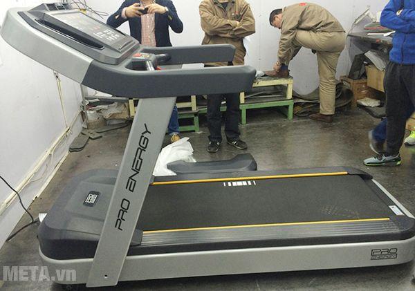 Hình ảnh máy chạy bộ điện cỡ lớn Impulse PT300H được khách hàng gửi về
