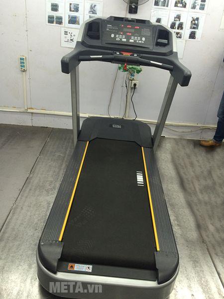 Máy chạy bộ điện cỡ lớn Impulse PT300H được nhiều phòng gym chuyên nghiệp sử dụng.