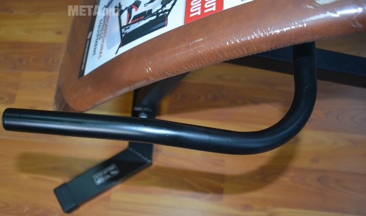 Ghế cong tập bụng Vifa 601003 (Ben Pro) với thiết kế tay cầm được làm bằng thép chịu lực.