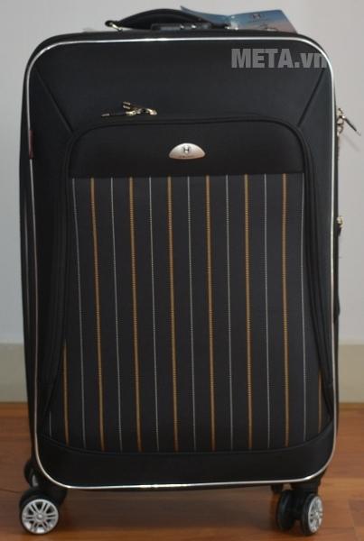 Vali 4 bánh xoay VLX011 24 inch với thiết kế màu đen.