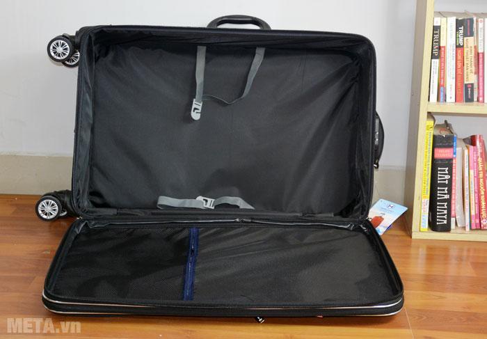 Khoang chứa đồ của vali vải VLX012 28 inch