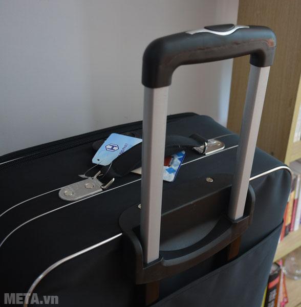 Tay cầm của vali kéo du lịch VLX012 có nhiều nấc để điều chỉnh