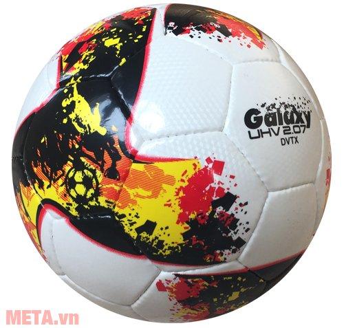 Bóng đá Fifa QUALITY PRO UHV 2.07 GALAXY có vỏ ngoài bằng da PU không thấm nước