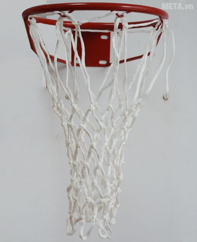 Lưới bóng rổ thi đấu 824861 (VF804855) đan vào vành rổ dễ dàng.