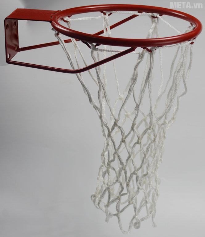 Lưới bóng rổ tiêu chuẩn FIBA 824851 lắp vào vành bóng rổ dễ dàng.