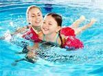Chọn mua đồ bơi bảo hộ cho bé khi đi biển