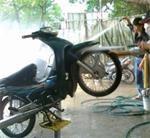 Cách rửa xe máy tại nhà siêu sạch sau trời mưa