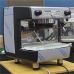 Máy pha cà phê chuyên nghiệp là gì? Sử dụng máy như thế nào cho bền?