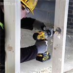 Đánh giá máy khoan vặn vít dùng pin DeWalt DCD735L2