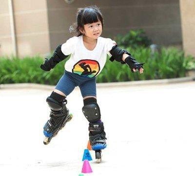 Trượt patin là bộ môn được nhiều trẻ em yêu thích
