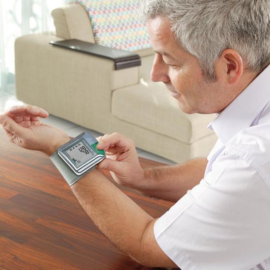 Máy đo huyết áp cổ tay HGN ứng dụng công nghệ cảm biến thông minh Fuzzylogic, cho kết quả nhanh cực kỳ chính xác