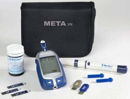 Máy đo đường huyết MediSmart Sapphire có túi đựng giúp bảo quản máy tốt hơn