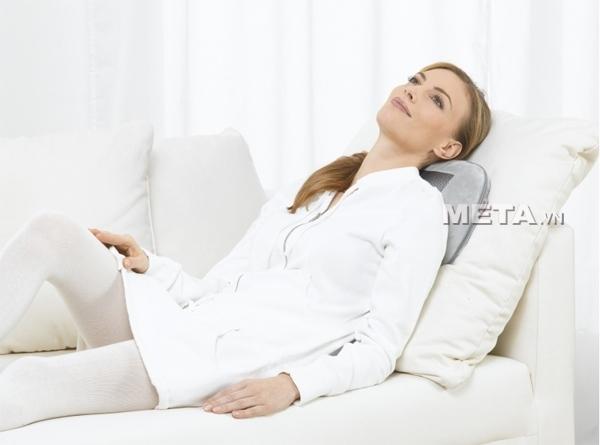 Gối massage Beurer MG145 kết hợp đèn hồng ngoại