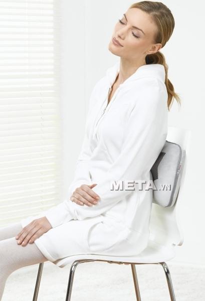 Gối massage Beurer MG145 giúp bạn thư giãn mọi lúc mọi nơi