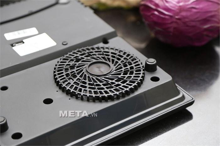 Bếp từ Midea SV19EH có 1 quạt tản nhiệt