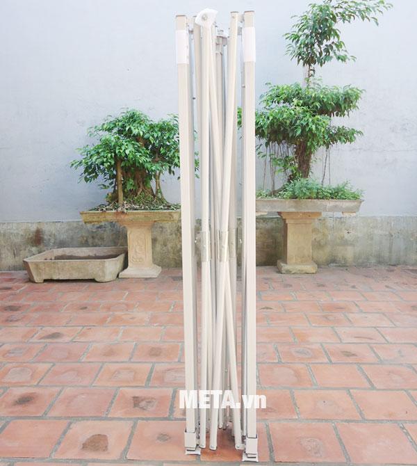 Khung nhà bạt di động phủ sơn màu ghi chống gỉ sét nên sử dụng ngoài trời thoải mái.