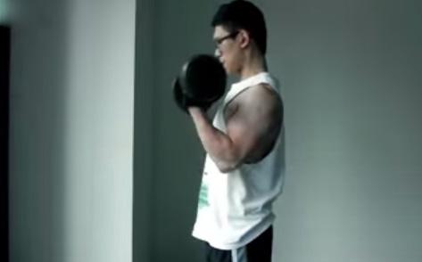 Bài tập tạ tay để luyện tập cơ tay trước
