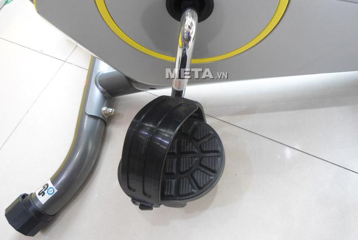 Xe đạp tập cố định Life 56 thiết kế bàn đạp có vành đai, chống trơn trượt